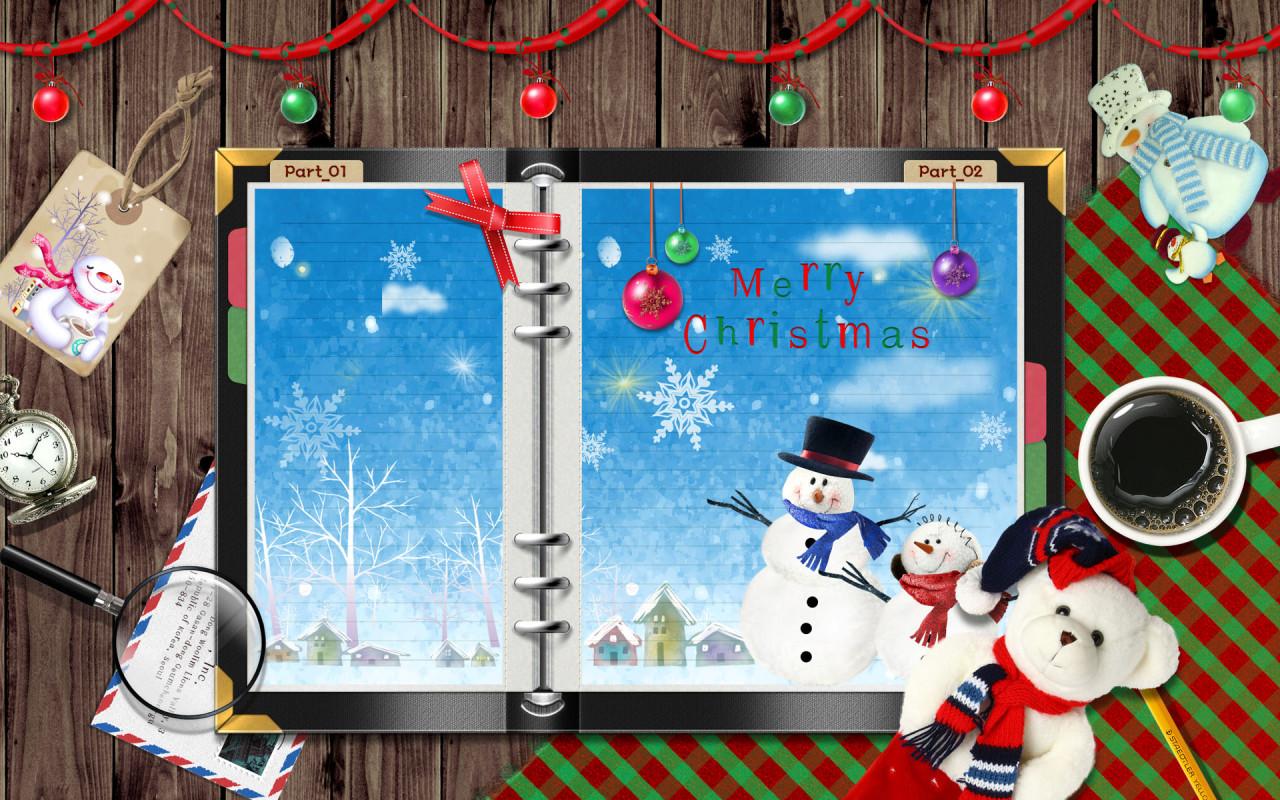 Новогодние рамки. Качественная рождественская рамка для фото, сделанная в виде настольного ежедневника. В качестве фона здесь красивый деревянный забор, украшенный красной лентой, на которой развешаны разноцветные ёлочные игрушки. Множество новогодних элементов позволяет придумать собственный дизайн и создать новогоднюю рамку по своему вкусу. Если Вы любите работать в фотошопе и хотите сделать кому-то сюрприз на Новый год – новогодняя рамка для фото станет отличным началом творческого процесса.