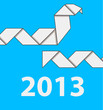На синем фоне две змеи оригами и надпись 2013 белыми цифрами.