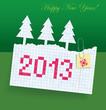 На зелёном фоне обрывок тетрадного листа в клетку, на котором написано красными буквами 2013, 3 ёлочки и надпись золотыми витыми буквами Happy New Year