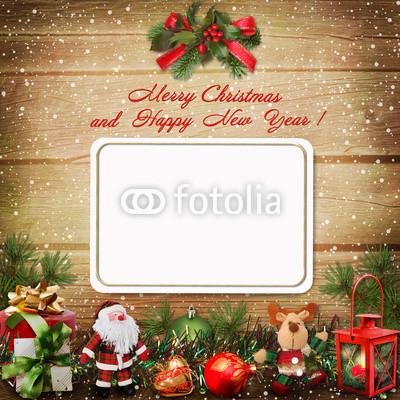 Баннер в стиле кантри. Гирлянды их хвои и ёлочных шаров, новогодняя символика на фоне серых и коричневых струганых досок (1)