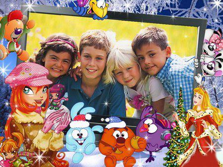 Новогодние рамки. Замечательная горизонтальная новогодняя рамка для детских и семейных портретов. Новогодняя рамка для фото расположена под небольшим углом, что придаёт ей определённую оригинальность. Оформлена новогодняя рамка с помощью героев различных мультиков, которые так любят дети. Здесь и герои смешариков, и Винкс, и диснеевские персонажи. Отличная детская новогодняя рамка для фото, которую можно поставить на рабочий стол компьютера или ноутбука.