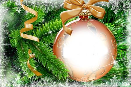 Новогодние рамки. Великолепная новогодняя рамка для фотографий, сделанная в виде ёлочного украшения – рыжий шарик, покрытый золотым узором. По центру можно вставить фото. Замечательная новогодняя рамка для фотографий поможет Вам сделать отличный коллаж для друзей и близких. Новогодняя рамка или коллаж – оригинальная возможность удивить и порадовать тех, кто Вам так дорог.