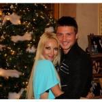 Сергей Лазарев и Лера Кудрявцева у новогодней ёлки