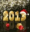 На красивом чёрном фоне с золотистыми и белыми снежинками красные и золотые ёлочные шары, а также - золотая надпись 2013, а на цифре 3 новогодняя шапка.
