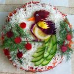 Дивная птица из овощей на еловой ветке из укропа