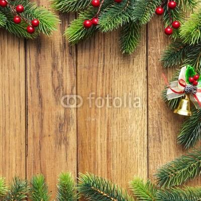 Баннер в стиле кантри. Гирлянды их хвои и ёлочных шаров, новогодняя символика на фоне серых и коричневых струганых досок (18)