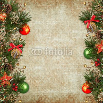 Баннер украшенный ёлочными игрушками и гирляндой из хвои (5)