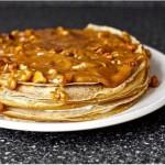 Блинный торт из бананов с йогуртом и глазурью из грецкого ореха - 8